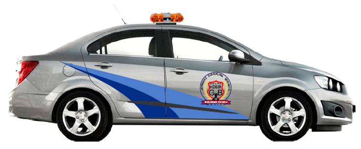 Vehículos último modelo perfectamente identificados con logotipos de la empresa.